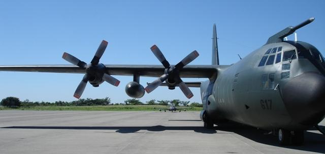 Imagen superior: B-727 FAM-3504, imagen intermedia: C-130 FAM 3615, imagen inferior C-130 FAM-3617 (fotos B7).